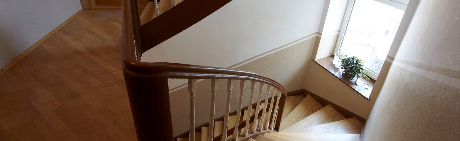 Saniertes, historisches Treppenhaus